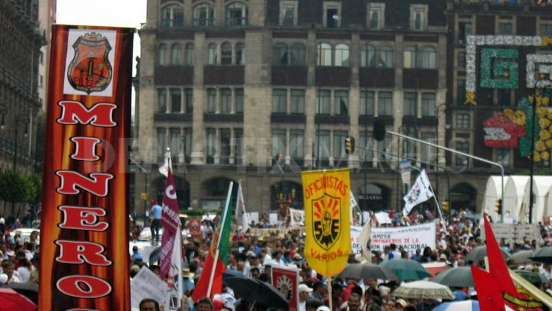 1281957355-unions-in-64-countries-protest-in-mexico-city-_410002